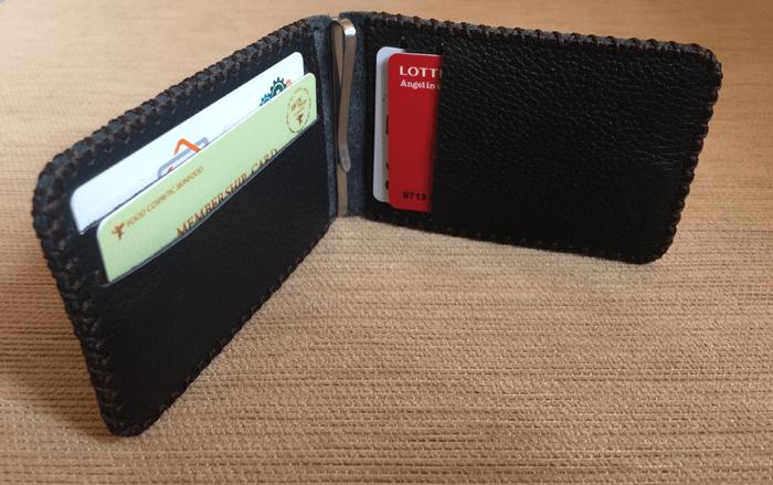 Mặt trong của chiếc ví da nam kẹp tiền lài 8 vách đựng thẻ ATM
